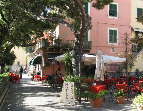 Outdoor Dining in Monterosso al Mare